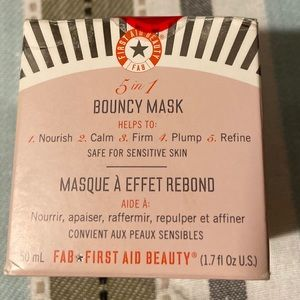 NIB First Aid Beauty 5 in - 1 Bouncy Mask